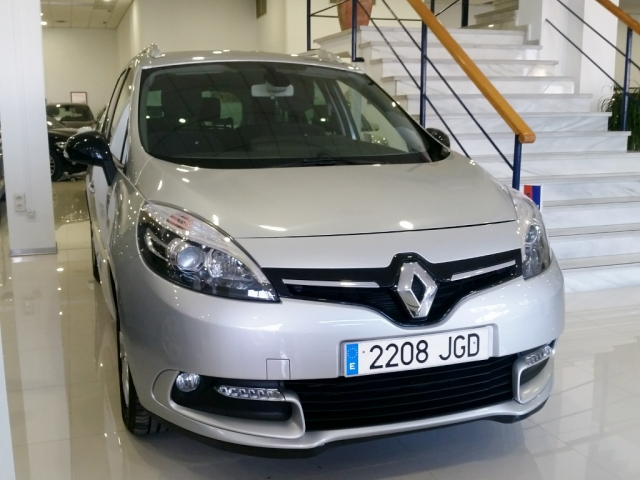 RENAULT GRAND SCENIC Grand Scénic LIMITED dCi 110 EDC 7p Euro 6 5p. for sale in Malaga - Image 2