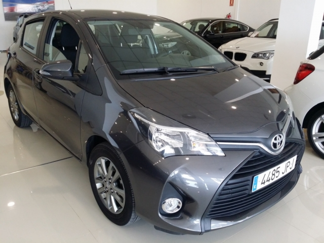 details group bv white toyota macdonald base yaris new sedan vapour for auto berline en sale