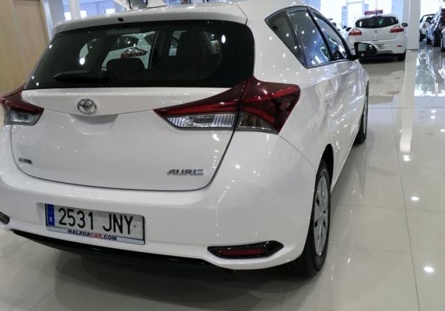 Toyota Auris  1.4 90d Business 5p. de ocasión en Málaga - Foto 3