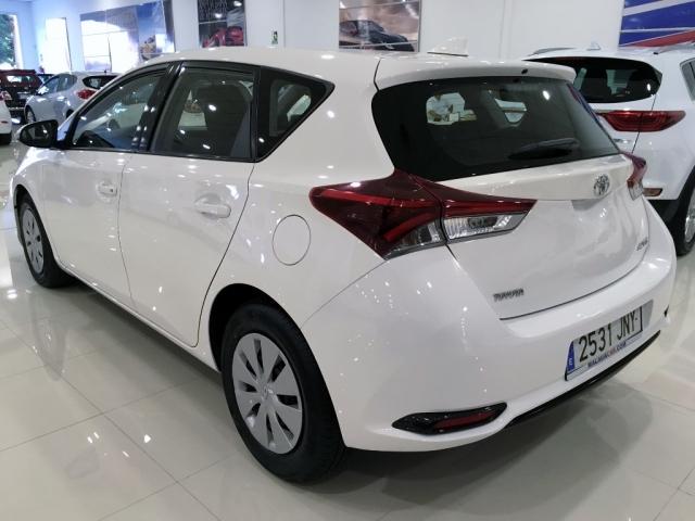 Toyota Auris  1.4 90d Business 5p. de ocasión en Málaga - Foto 4