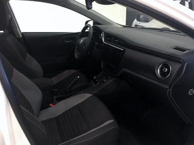 Toyota Auris  Hibrido Active Pack Sensor de ocasión en Málaga - Foto 6