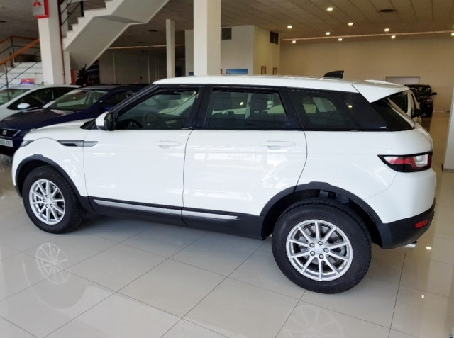 Land-rover Range Rover Evoque  2.0l Ed4 Diesel 150cv 4x2 Pure 5p. de ocasión en Málaga - Foto 4