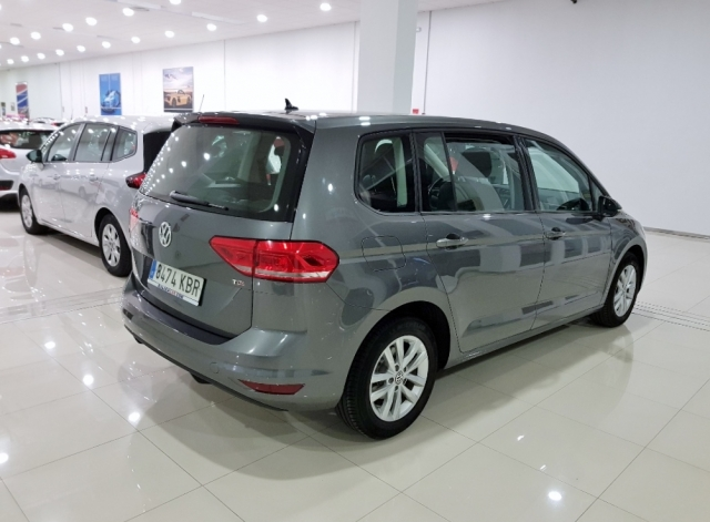 VOLKSWAGEN TOURAN  Edition 1.6 TDI 85kW 115CV 5p. for sale in Malaga - Image 3
