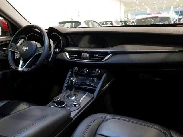 Alfa Romeo Stelvio  2.2 Diesel 180 Cv de ocasión en Málaga - Foto 11