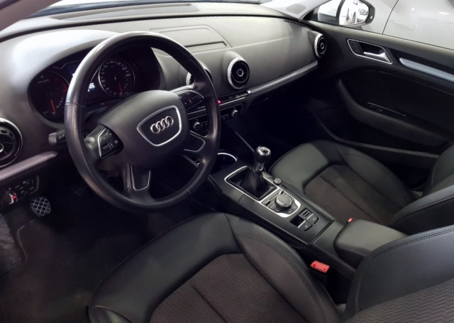 Audi A3  1.6 Tdi 110cv Sportback 5p. de ocasión en Málaga - Foto 8