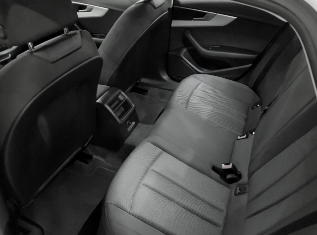 Audi A4  2.0 Tdi 150cv Advanced Edition 4p. de ocasión en Málaga - Foto 4