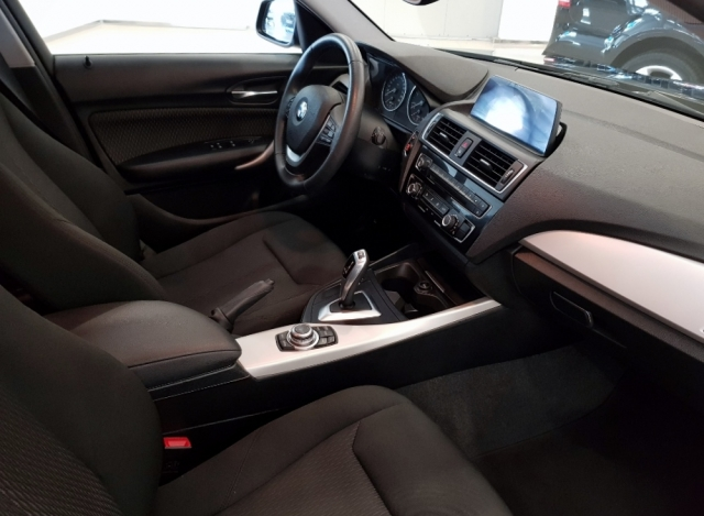 BMW SERIE 1  116d EfficientDynamics 5p. de ocasión en Málaga - Foto 6