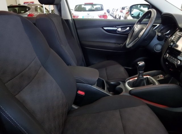 Nissan Qashqai  1.2i Digt Nconnecta 4x2 5p. de ocasión en Málaga - Foto 7