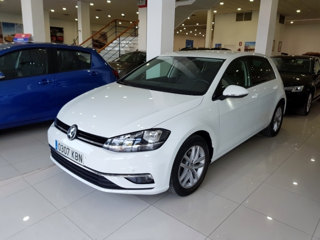 Volkswagen Golf  Advance 1.0 Tsi 81kw 110cv Dsg 5p. de ocasión en Málaga - Foto 1