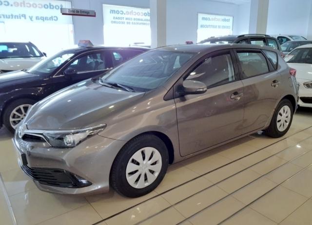Toyota Auris  1.4 90d Business 5p. de ocasión en Málaga - Foto 2