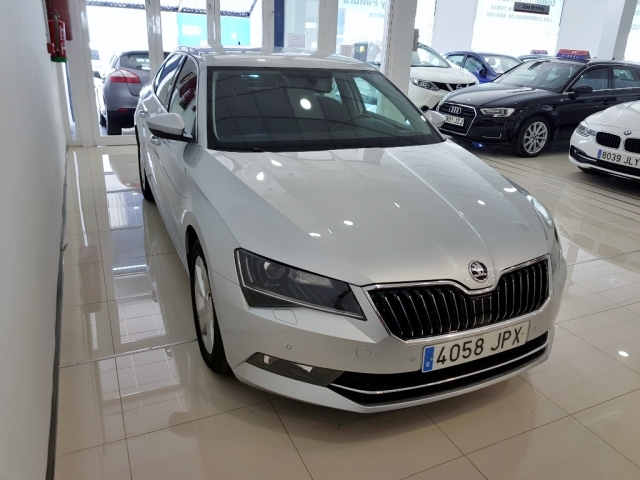 SKODA SUPERB  2.0 TDI 110KW 150cv DSG Ambition 5p. used car in Malaga