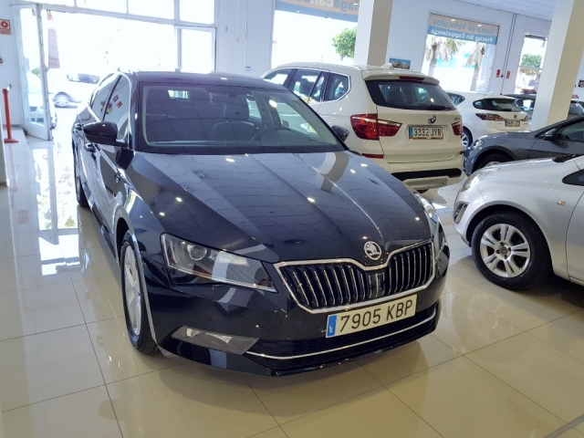 SKODA SUPERB  2.0 TDI 110KW 150cv Ambition 5p. for sale in Malaga - Image 2