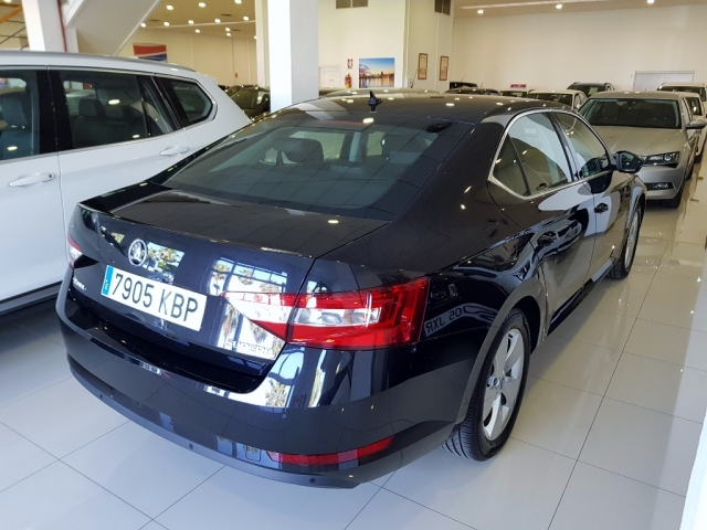 SKODA SUPERB  2.0 TDI 110KW 150cv Ambition 5p. for sale in Malaga - Image 3