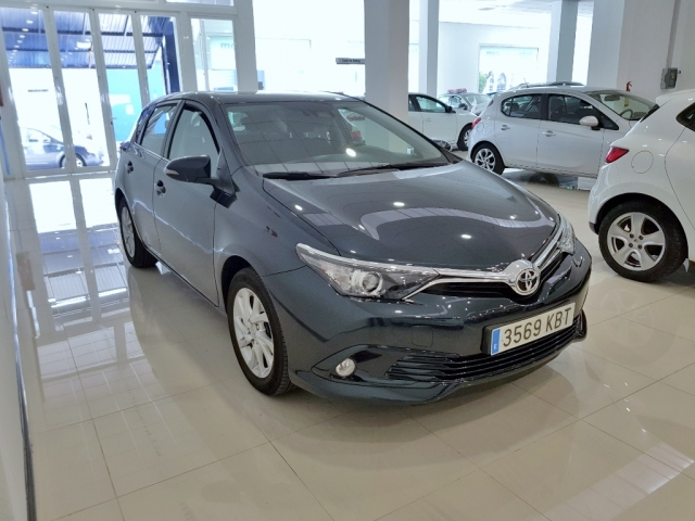 Toyota Auris  1.2 120t Active 5p. de ocasión en Málaga - Foto 2