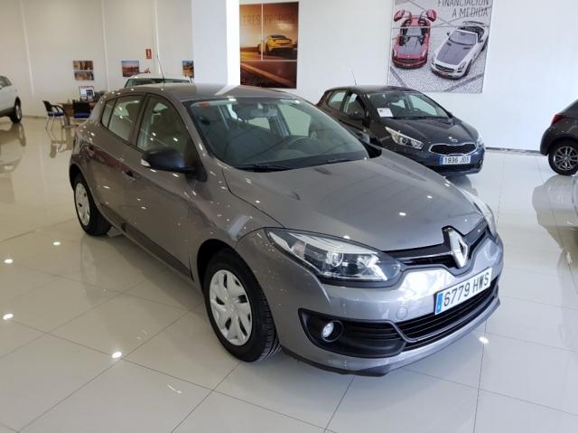 Renault Megane  Life Tce 115 Ss 5p. de ocasión en Málaga - Foto 1