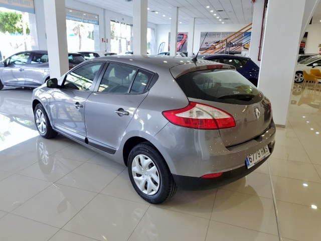 Renault Megane  Life Tce 115 Ss 5p. de ocasión en Málaga - Foto 3
