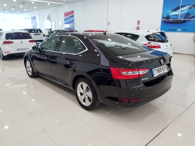 SKODA SUPERB  2.0 TDI 110KW 150cv Ambition 5p. for sale in Malaga - Image 4