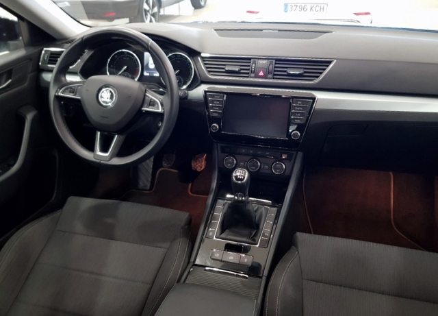 SKODA SUPERB  2.0 TDI 110KW 150cv Ambition 5p. for sale in Malaga - Image 7