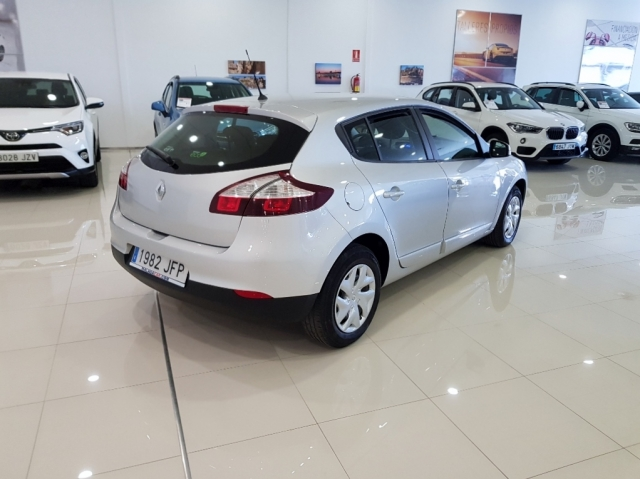 RENAULT MEGANE  Intens dCi 95 eco2 5p. for sale in Malaga - Image 3