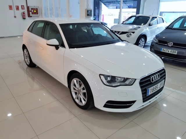 AUDI A3  1.6 TDI 110CV Sportback 5p. for sale in Malaga - Image 1