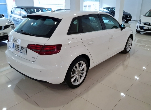 AUDI A3  1.6 TDI 110CV Sportback 5p. for sale in Malaga - Image 4