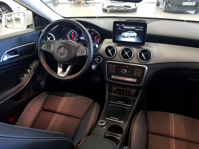 MERCEDES-BENZ Clase CLA 200 D for sale in Malaga - Image 7