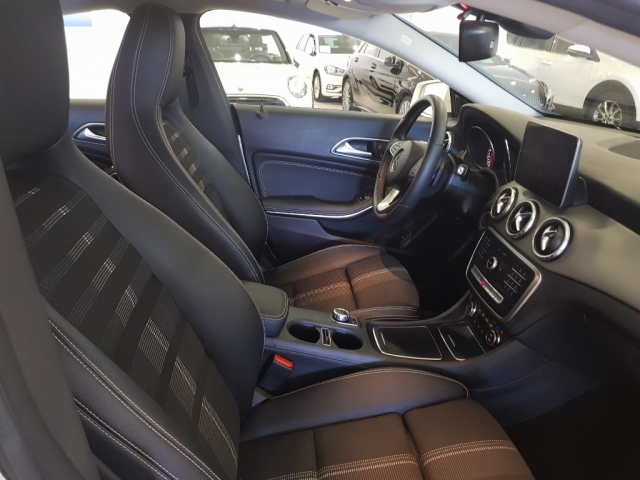 MERCEDES-BENZ Clase CLA 200 D for sale in Malaga - Image 8