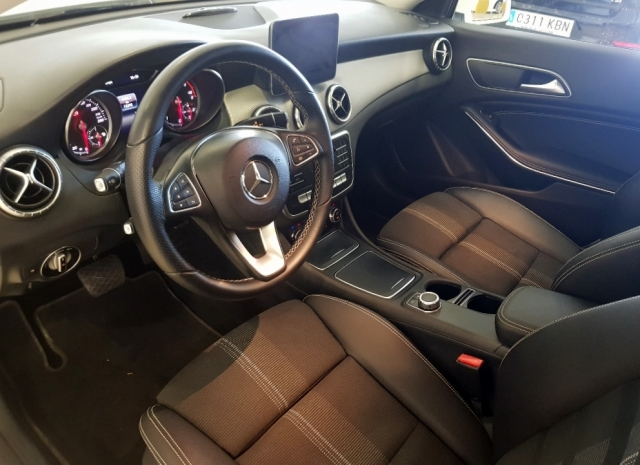 MERCEDES-BENZ Clase CLA 200 D for sale in Malaga - Image 10