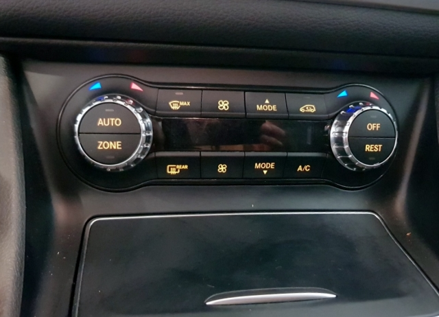 MERCEDES-BENZ Clase CLA 200 D for sale in Malaga - Image 14