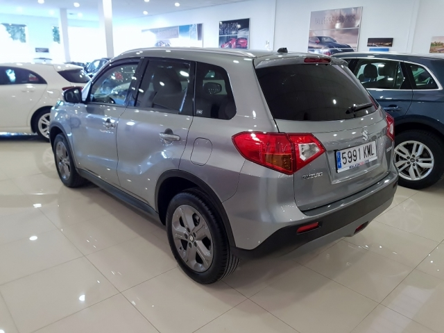 SUZUKI Vitara 1.6 VVT GLE 5p. for sale in Malaga - Image 4