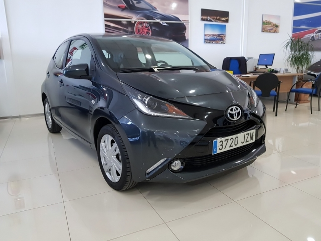 TOYOTA AYGO  1.0 70 xplay 5p. for sale in Malaga - Image 1