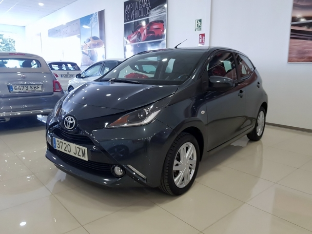 TOYOTA AYGO  1.0 70 xplay 5p. for sale in Malaga - Image 2