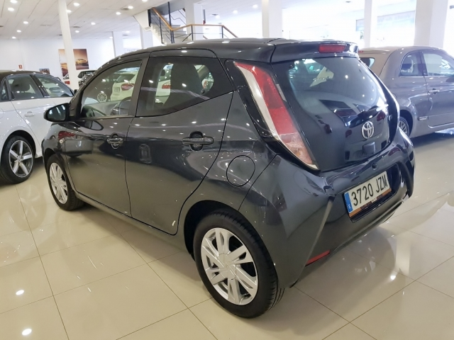 TOYOTA AYGO  1.0 70 xplay 5p. for sale in Malaga - Image 3