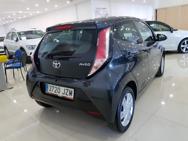 TOYOTA AYGO  1.0 70 xplay 5p. for sale in Malaga - Image 4