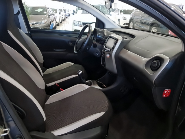 TOYOTA AYGO  1.0 70 xplay 5p. for sale in Malaga - Image 6