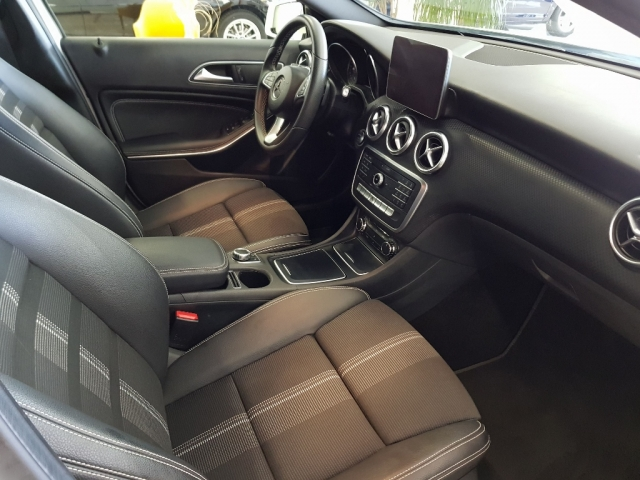 MERCEDES BENZ CLASE A  A 200 CDI BlueEFFICIENCY Urban 5p. for sale in Malaga - Image 7