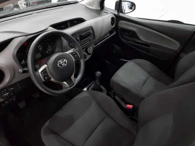TOYOTA YARIS  1.0 70 City 5p. for sale in Malaga - Image 8