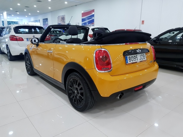 MINI   Cooper Cabrio 2p. for sale in Malaga - Image 3