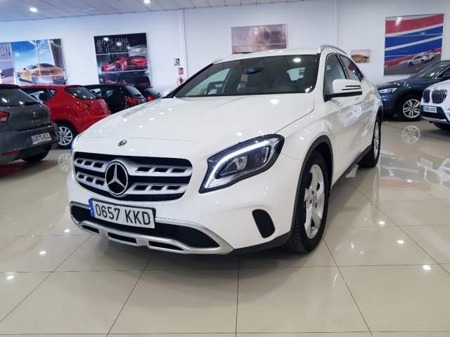 MERCEDES-BENZ GLA  200D  7G for sale in Malaga - Image 2
