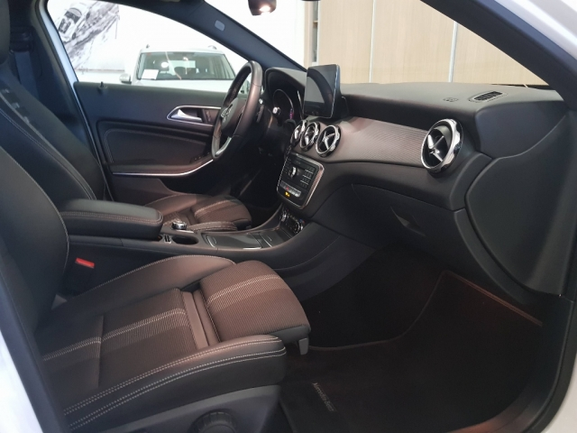 MERCEDES-BENZ GLA  200D  7G for sale in Malaga - Image 6