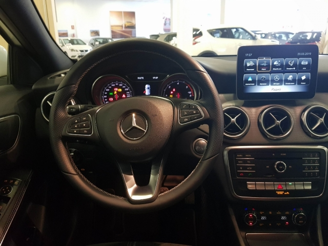 MERCEDES-BENZ GLA  200D  7G for sale in Malaga - Image 8