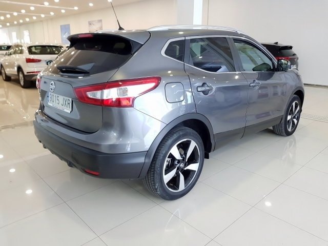 NISSAN QASHQAI  1.5dCi NCONNECTA 4x2 5p. for sale in Malaga - Image 3