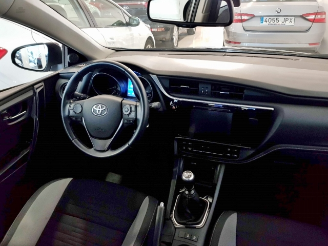 TOYOTA AURIS  1.2 120T Active 5p. for sale in Malaga - Image 6
