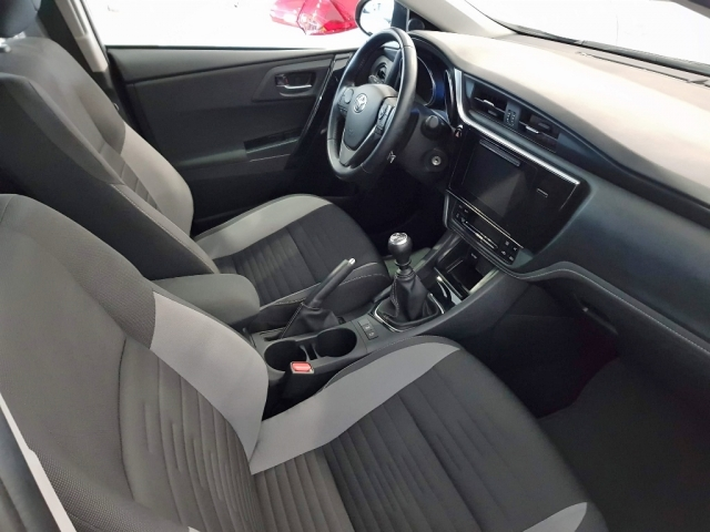 TOYOTA AURIS  1.2 120T Active 5p. for sale in Malaga - Image 7