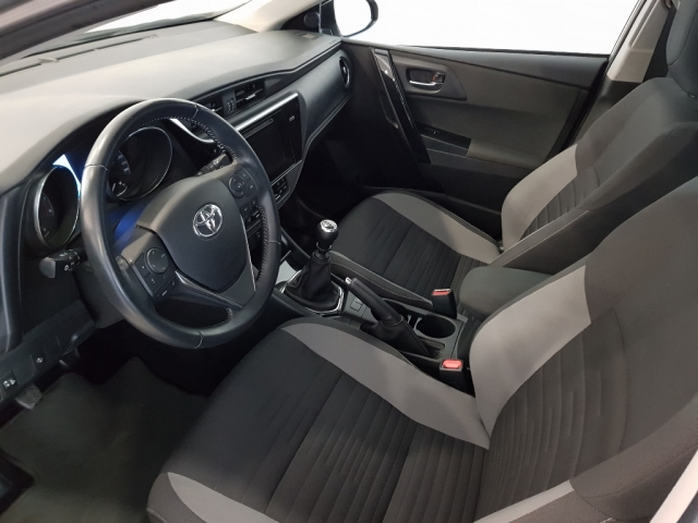 TOYOTA AURIS  1.2 120T Active 5p. for sale in Malaga - Image 8