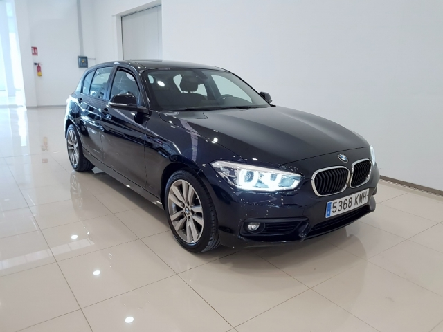 BMW SERIE 1  118i 5p. for sale in Malaga - Image 1
