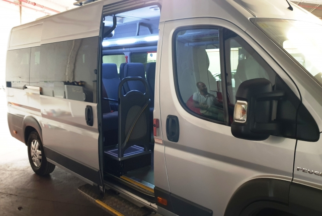 PEUGEOT Boxer  3.0 16 plazas + conductor for sale in Malaga - Image 6