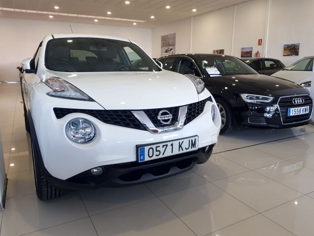 NISSAN JUKE  1.2 DIGT NCONNECTA 4X2 5p. for sale in Malaga - Image 1