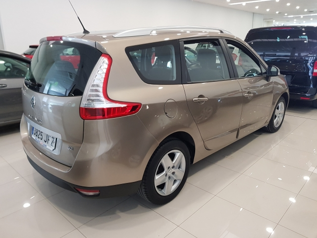 RENAULT GRAND SCENIC Grand Scénic Selection Energy dCi 110 eco2 7p 5p. for sale in Malaga - Image 3