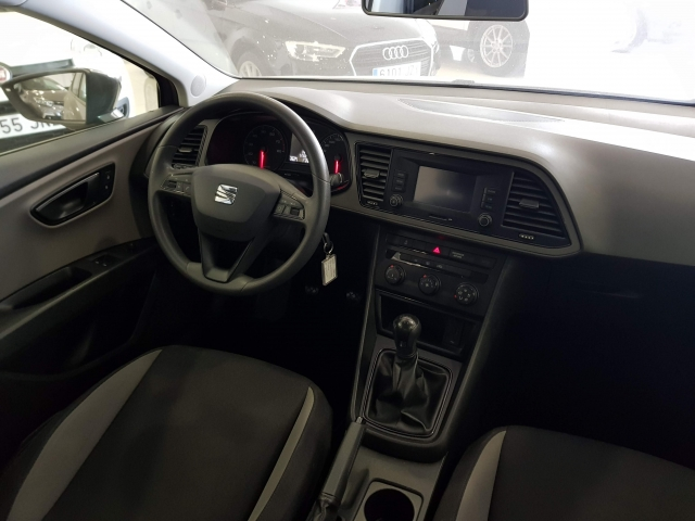 SEAT LEON 1.2 TSI 110cv StSp Reference 5p. for sale in Malaga - Image 6